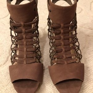 Vince Camuto Evel Leather Sandal - Size 10M